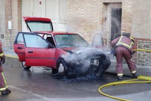 Un cotxe crema a la zona de la plaça Europa de Berga