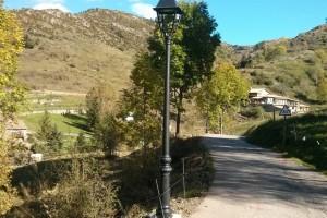 Castellar de n'Hug posa llums de baix consum al poble i recupera el Camí de la Costa