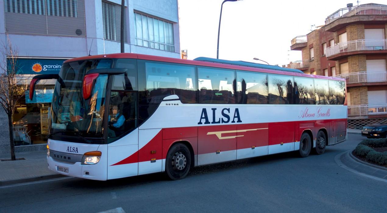 Usuaris del bus Barcelona-Berga es queixen que els divendres al migdia fa curt i s'han de quedar a terra