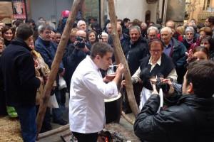 Gironella esgota les racions de blat de moro escairat en una exitosa Fira de la Puríssima