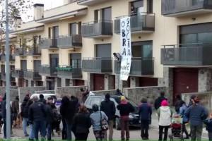 La PAHC del Berguedà ocupa un habitatge de Puig-reig per a una família sense recursos econòmics