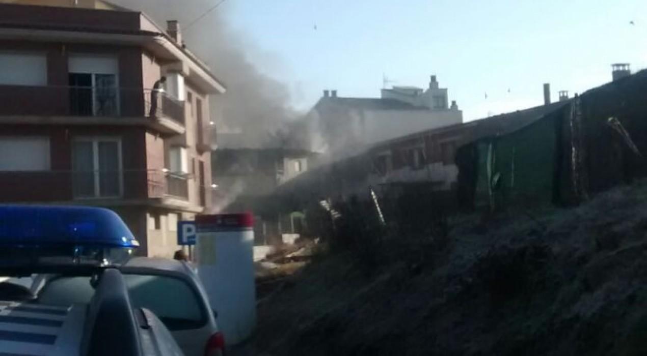 Crema un terrat cobert per una marquesina d'una casa de Gironella