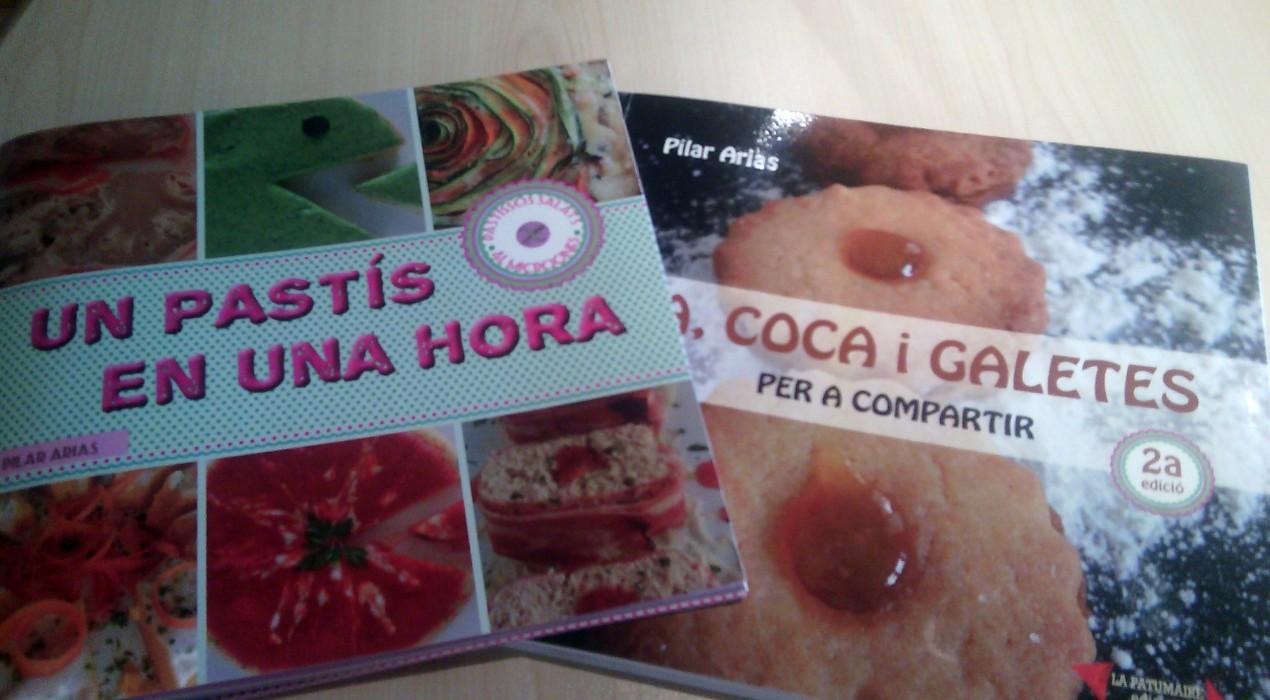 La berguedana Pilar Arias presenta un llibre de receptes senzilles per a fer pastissos al microones