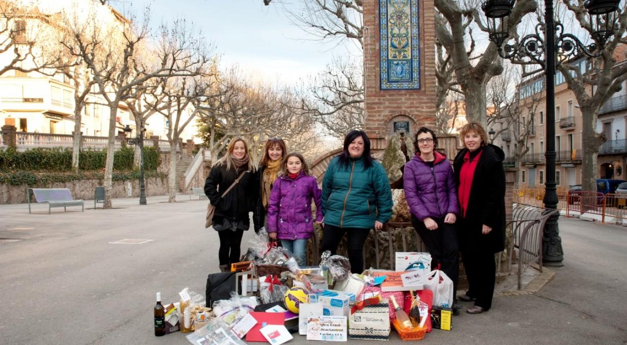 Els comerciants d'El Vall de Berga entreguen un lot de productes valorat en 600 euros