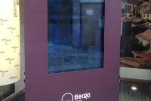L'Oficina de Turisme de Berga posa en marxa una pantalla interactiva que donarà informació turística les 24 hores