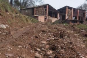 """Veïns de la Ribera de Vilada veuen """"deixadesa"""" de la brigada municipal en camins d'accés a cases aïllades"""