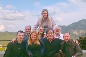 Montserrat Badia, cap de llista de Candidatura de Progrés a Vilada, mostra el seu equip