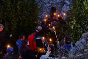 La segona baixada de torxes des del Castell de Saldes aplega 150 persones