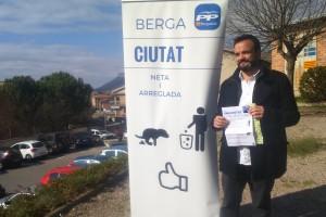 El PP de Berga envia més de 8.000 bosses als veïns de la ciutat per fomentar la recollida d'excrements de gos