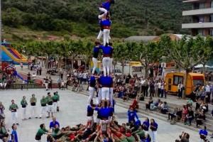 Els Castellers de Berga descarreguen el 3 de 7 amb agulla a la Festa Major de Puig-reig