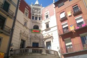 """Berga retira l'estelada de la façana de l'Ajuntament i Gendrau assegura que ha estat una decisió """"forçada"""""""