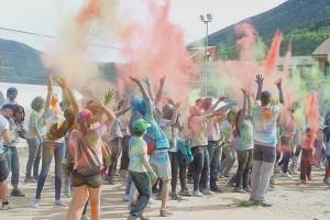 Més d'un centenar de persones s'afegeixen a la festa Holi del grup de Convergència de Bagà