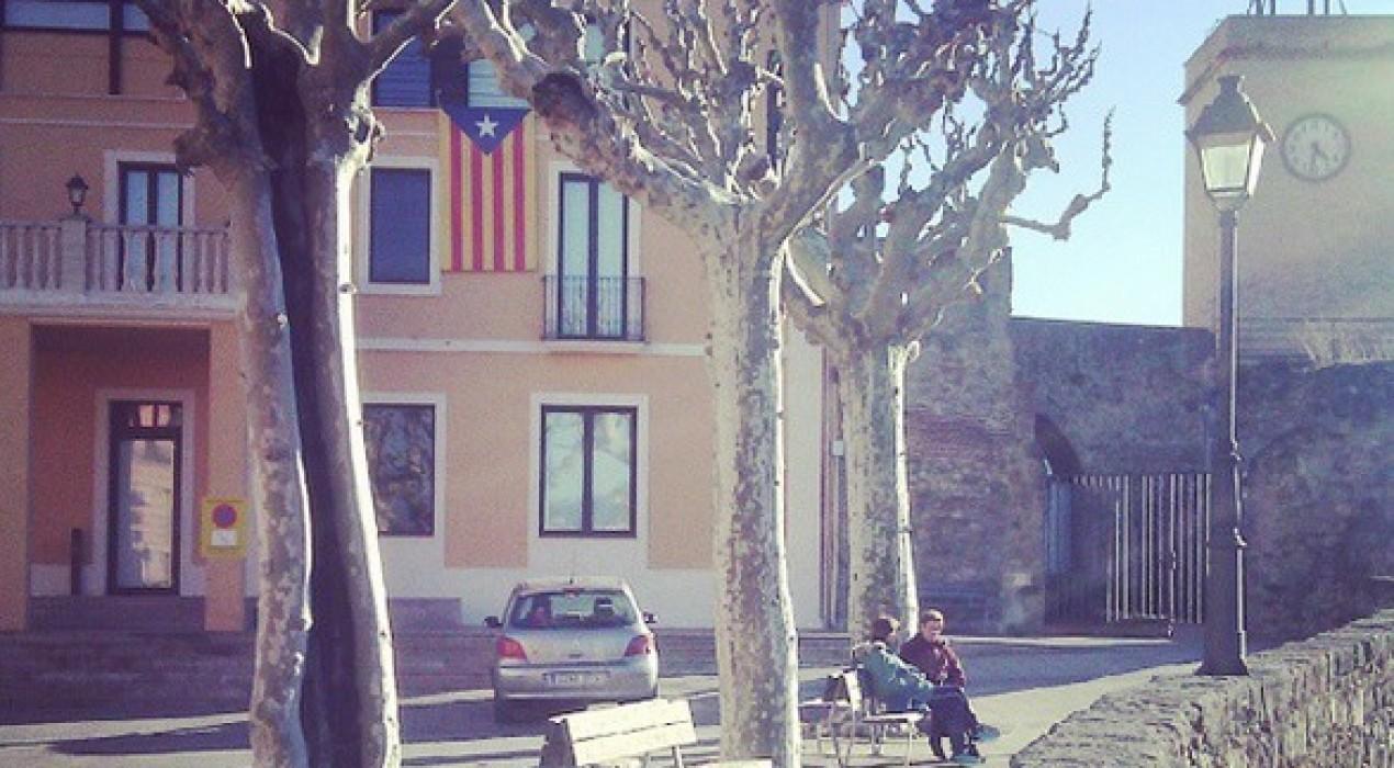 Gironella i Guardiola mantenen l'estelada a la façana consistorial, Avià l'ha treta i Puig-reig ho parlarà amb la resta de grups