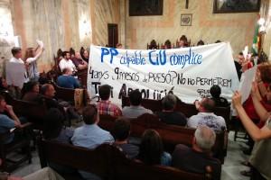 Els tres regidors de la CUP abandonen el ple en protesta per no haver pogut debatre la moció de suport a Teti