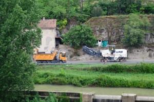 La Generalitat realitza treballs de millora del ferm a l'accés nord de Gironella