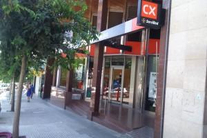 Un home intenta atracar amb una navalla l'oficina de Catalunya Caixa del passeig de la Pau