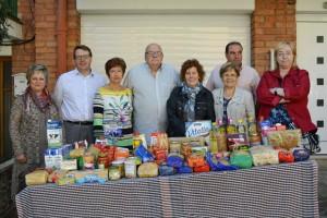 El barri del Tossalet de Berga entrega 140 quilos d'aliments a Càritas Berga