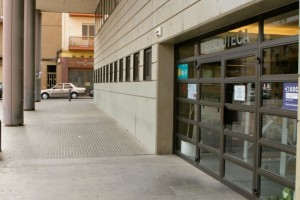 """La biblioteca de Berga torna a estar en servei els dissabtes al matí però """"sota mínims"""""""