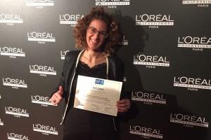 La perruquera Vanessa Espelt, de Berga, treu la millor nota d'Espanya en un màster de gestió del negoci