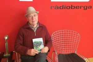 El berguedà Antoni Vilà recopila en un llibre els jocs de garrofes que ha escrit en 35 anys