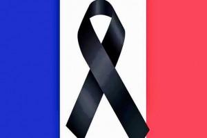 S'organitzen actes per mostrar solidaritat amb el poble francès