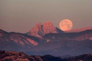El Pedraforca i la lluna plena del dia de Nadal