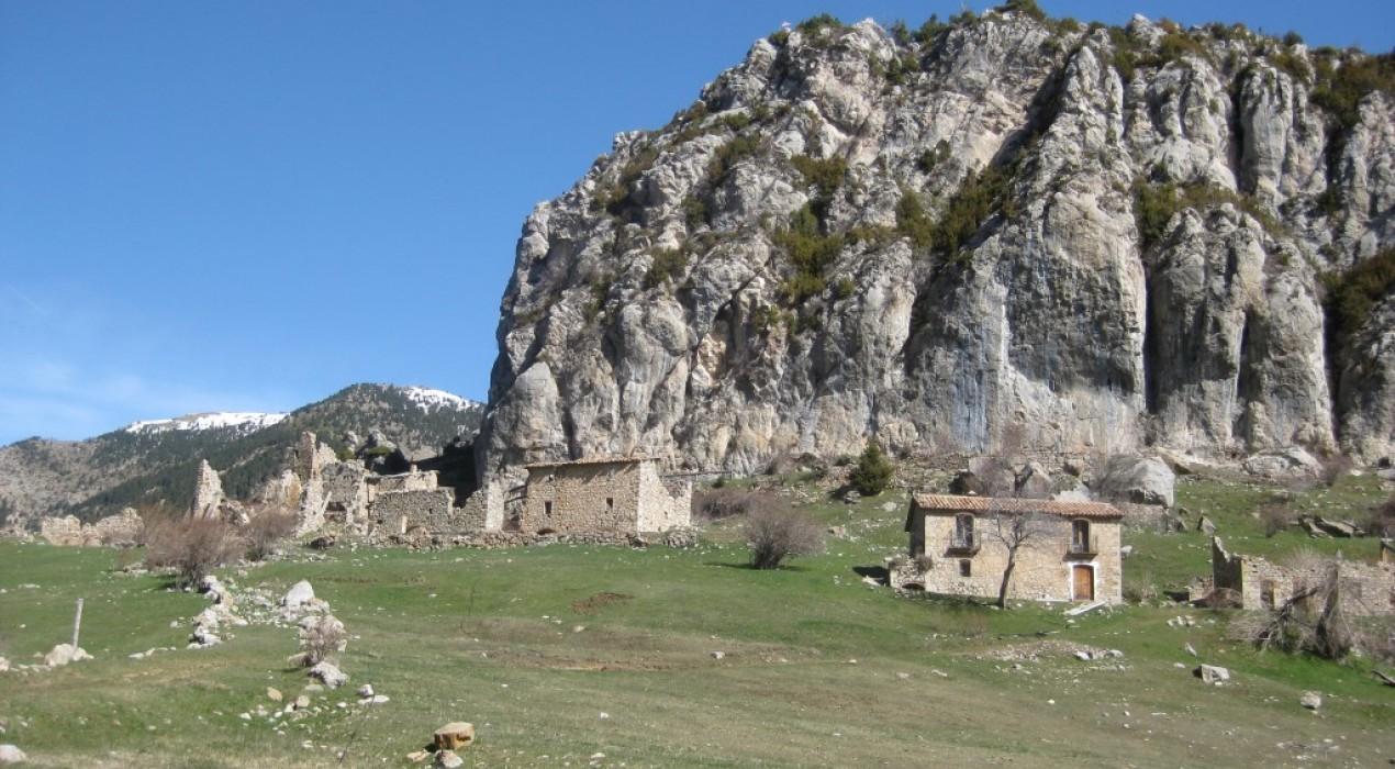 El poble abandonat de Peguera torna a estar a la venda, el xeic àrab no hi construirà el complex d'oci de luxe