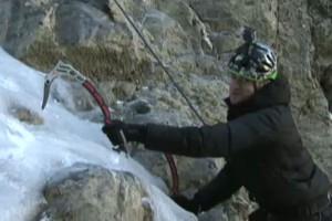 """Eloi Cordomí prova l'escalada en gel al Pedraforca, a l""""Espai Terra'"""