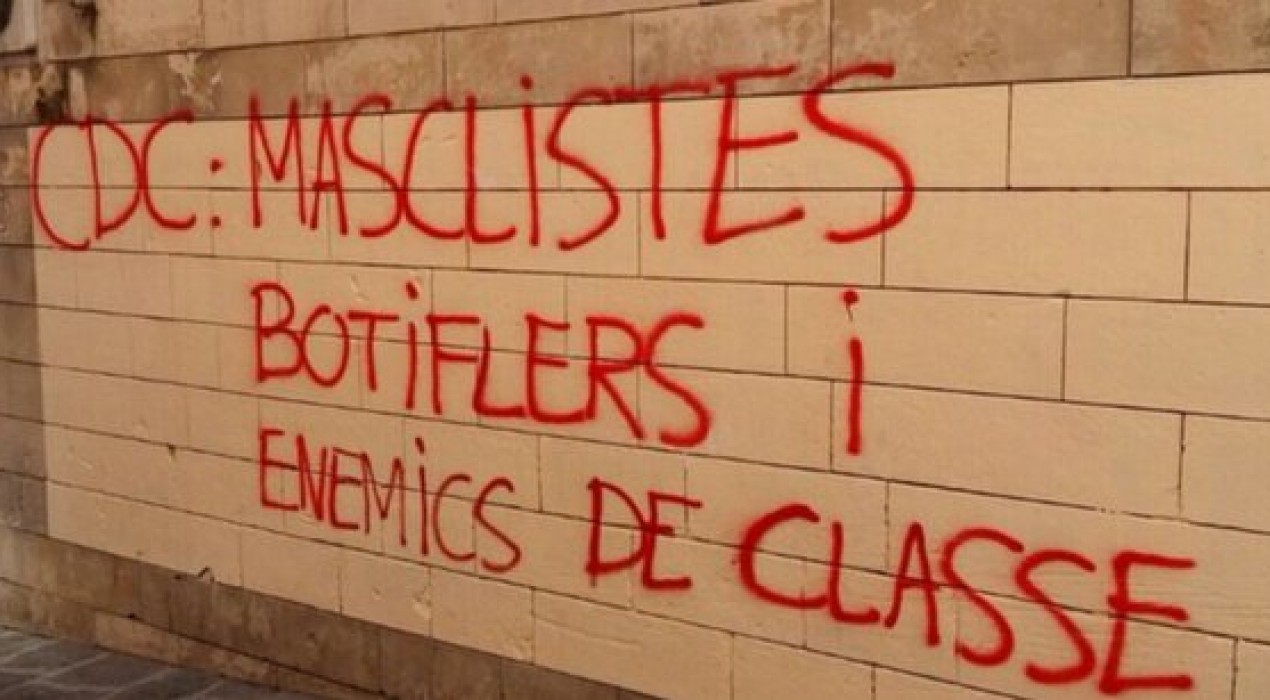 Pintada contra CDC a la plaça de Sant Pere de Berga