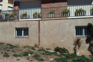 Les associacions de veïns de Berga se sumen a la petició de recol·locar les plaques de carrers i imposar sancions