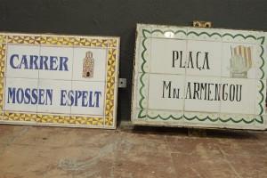 Retiren dues plaques de carrers de Berga per pressionar a l'Ajuntament a fer canvis de noms