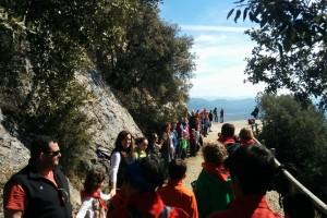 1.100 persones participen a l'acte 'Abracem Queralt'
