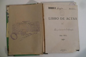 Restauren 13 llibres amb les actes dels plens de l'Ajuntament de Sagàs del 1939 al 1991