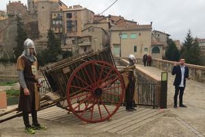 Prop de cinquanta persones fan un volt pel patrimoni històric de Gironella