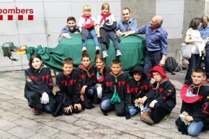La Patum infantil, escenari de la sessió de fotos del calendari 'Bombers amb Causa'