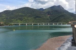 La Baells obre les vies de desguàs per l'alt nivell del pantà i s'aprofita l'alliberament d'aigua per a beneficis mediambientals