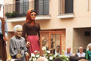 Centenars de persones reben la Mare de Déu de Queralt a Avià