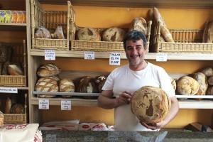 El Forn l'Espurna, de Berga, crea el pa del Centenari de la Coronació