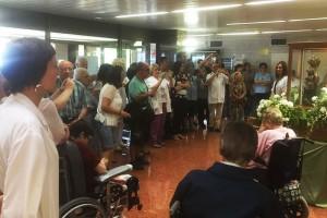 Gran expectació a l'Hospital Sant Bernabé per rebre la Mare de Déu