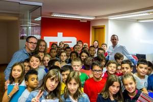 L'Escola Vedruna visita els estudis de Ràdio Berga
