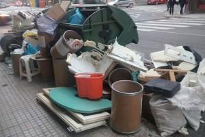 El Consell Comarcal sancionarà les persones que llancin mobles al contenidor de rebuig