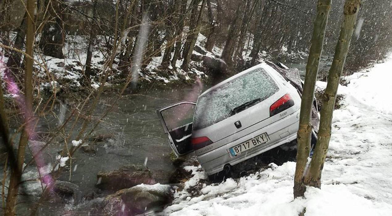 Roben material d'esquí d'un cotxe aparcat a Bagà i intenten endur-se el vehicle