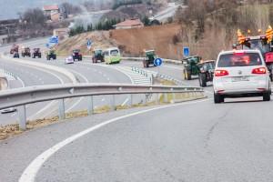 Una quinzena de tractors del Berguedà se sumen a la Marxa Pagesa i fan ruta cap a Barcelona per la C-16