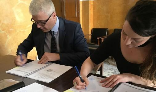 Berga signa el contracte pel canvi d'enllumenat, que estarà enllestit a finals d'estiu; max-width:100%;