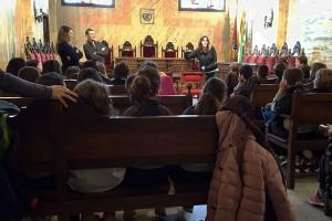Les escoles de Berga visiten l'Ajuntament i comparteixen amb l'alcaldessa les seves inquietuds