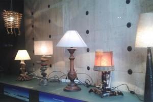 El carrer Major s'omple de làmpades artesanals per donar vida als aparadors buits