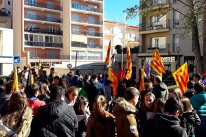 Centenars d'estudiants de secundària omplen els carrers de Berga contra la llei Wert