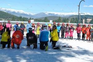 El Consell Comarcal estén a l'escola concertada el programa que acosta l'alumnat als esports de neu