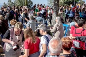 Centenars de berguedans pugen al santuari de Queralt per Sant Marc per renovar el vot de poble