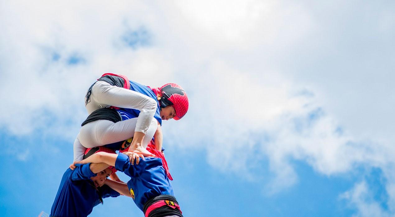 Els Castellers de Berga toquen el seu sostre en una Diada dels Quatre Fuets històrica
